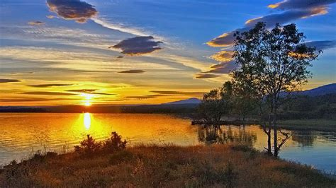 fondo escritorio paisaje amanecer en el lago