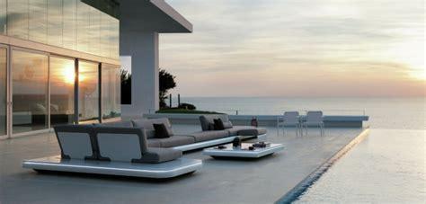 canapé ultra confortable salon de jardin extérieur moderne design et stylé