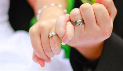 gambar wallpaper cincin tunangan  pernikahan bagus