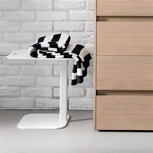 Nachttisch Metall Weiß : display nachttisch beistelltisch dall 39 agnese aus metall in verschiedenen farben verf gbar ~ Markanthonyermac.com Haus und Dekorationen