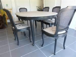 Fauteuil Médaillon à Restaurer by Relooking Chaises Et Table En Merisier L Atelier De