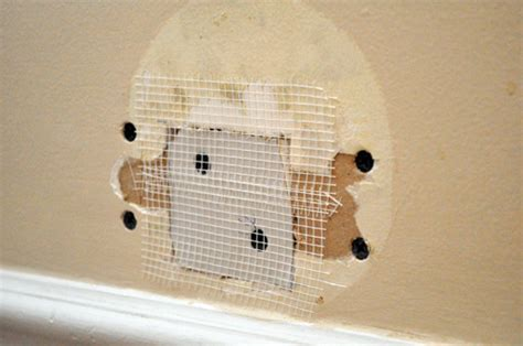 repair  medium size hole  drywall  project