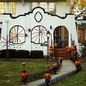 Inspire Bohemia Halloween Decor for the Outdoors