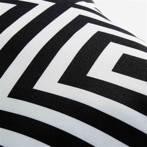 Cuscini Bianchi Cuscino Da Giardino Con Motivi Geometrici Neri E Bianchi