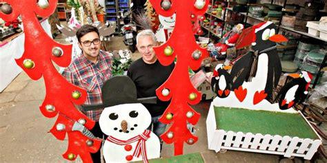 Ce Commerçant à L'âme écolo Crée Des Décorations De Noël