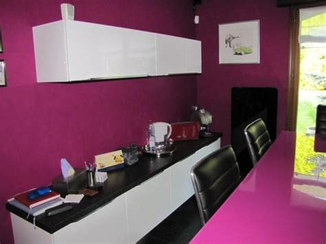 plan de travail violet cuisine b 233 ta laque brillante blanche et granit noir l p n s concept et creation armony