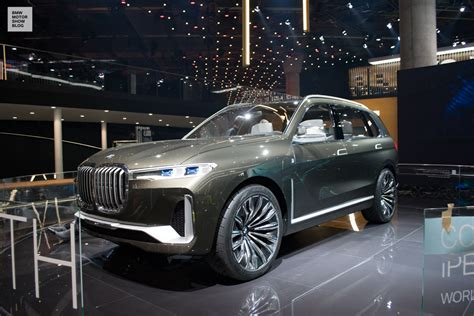 bmw concept  luxury sav   iaa