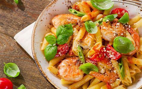recette de cuisine avec des crevettes pâtes aux crevettes tomates et basilic en entrée une