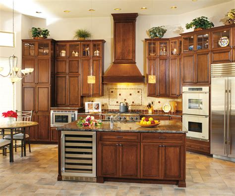 kitchens with cherry cabinets cherry cabinets in a traditional kitchen decora 6609