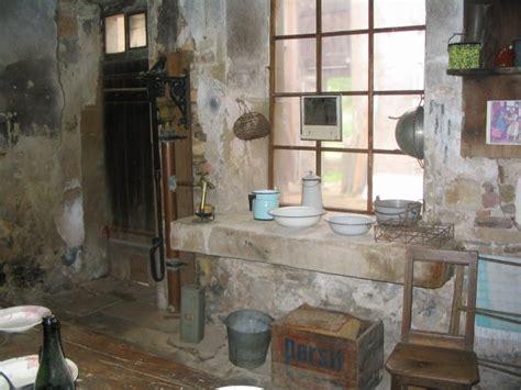 la cuisine d antan avec confort tr 232 s rudimentaire photos