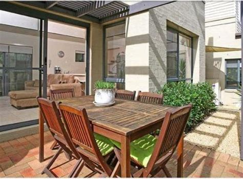 contoh rumah minimalis modern  ruang makan terbuka