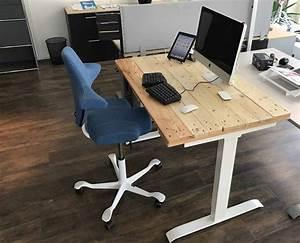 Schreibtisch Selbst Bauen : diy elektrischer schreibtisch mit paletten recycling ~ A.2002-acura-tl-radio.info Haus und Dekorationen