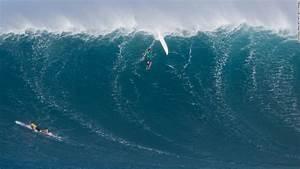 Big wave surfing women Maui - CNN