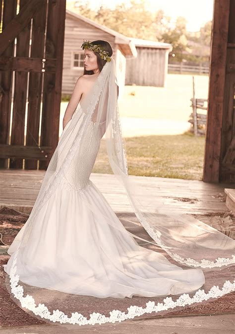 Boho Wedding Single Tier Crafted Lace Trimmed Veil Lunss