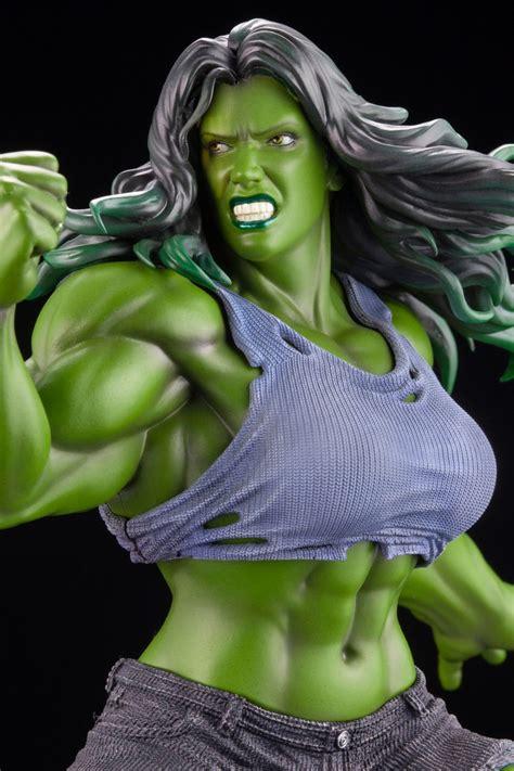 marvel comics  hulk artfx premier statue