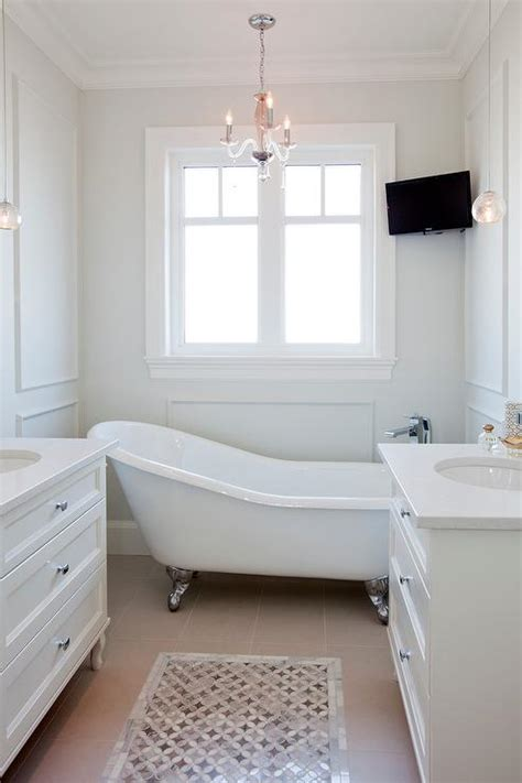 corner tv  tub transitional bathroom benjamin