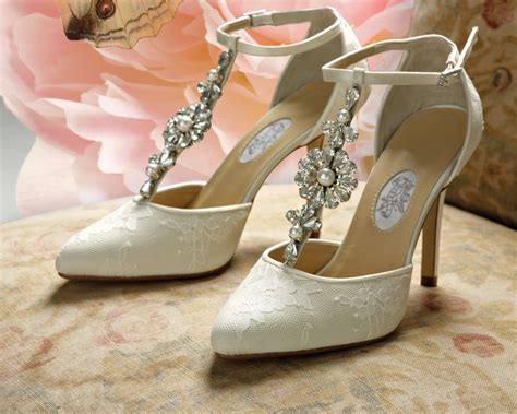 Wedding Shoes : 10 Best Bridal Shoes Reviewed & Rated For 2018