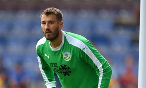 Dundee snap up former Burnley goalkeeper Adam Legzdins