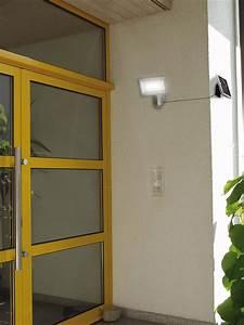 Led Außenstrahler Mit Bewegungsmelder Test : solar led sol al led solarleuchte strahler mit bewegungsmelder silber ip44 bei reichelt ~ Buech-reservation.com Haus und Dekorationen