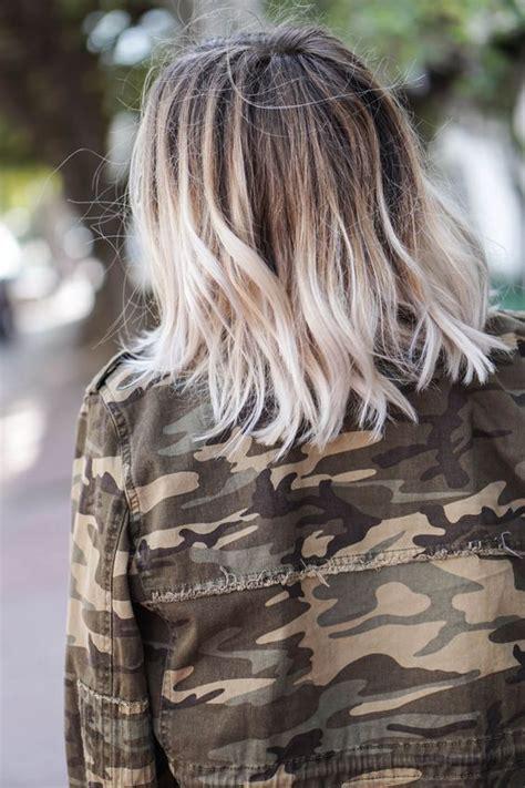 Ombré Hair Blond Polaire 16 Inspirations Pour Adopter Le Tie And Dye Blond Colorations Cheveux Coiffure Cheveux Et