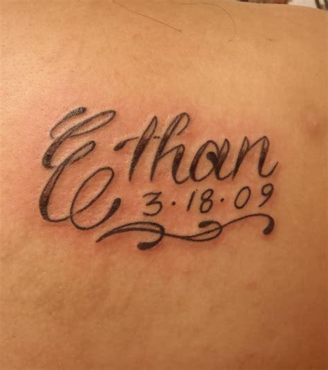 photo tatouage prenom omoplate