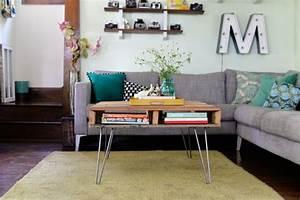 table basse palette en 55 idees inspirantes With tapis shaggy avec canapé d angle en palette de bois