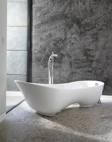 what does tubbed is it me or does this cabrits tub look like a european