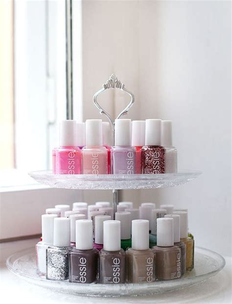 rangement mural vernis a ongles vernis sur pr 233 sentoir 224 g 226 teau nail on a cupcake stand rangement vernis 224 ongles nail