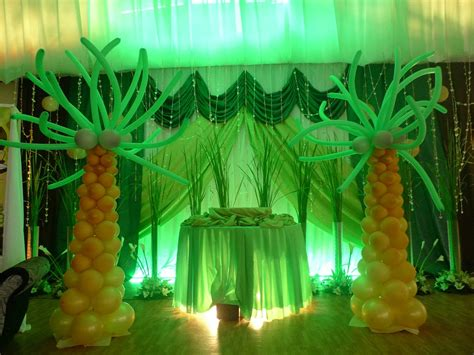 jungle decor balloon trees jungle  safari theme