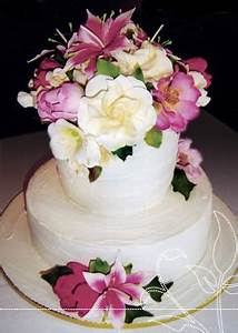Sweetums: Cake decorator, cake designer, cakes for all