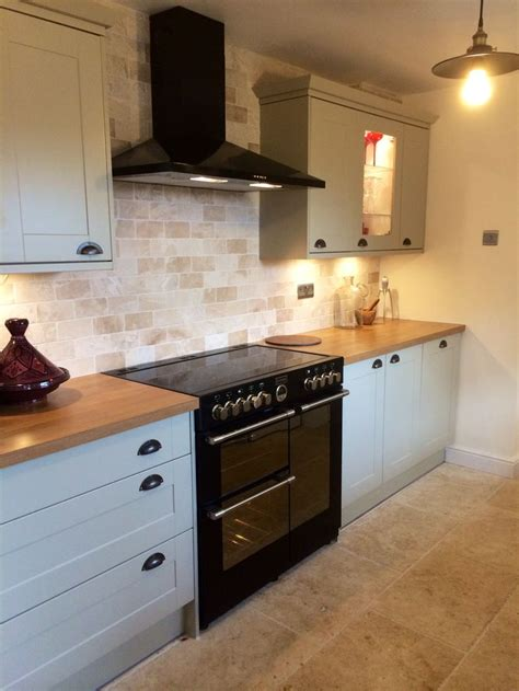 bright tiles kitchen howdens burford grey kitchen with tumbled marble tiles and 1806