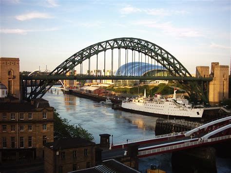File:Tyne Bridges 01.jpg - Wikimedia Commons