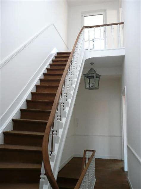 comment tapisser une montee d escalier comment tapisser une monte d escalier comment amenager un dessous duescalier ou wc how
