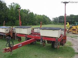 International Harvester 900 4-row Planter Planting  U0026 Seeding - Planters