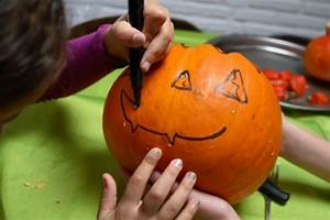 Halloween Kürbis Bemalen : acht herrliche herbsttipps f r kinder liliput lounge ~ Eleganceandgraceweddings.com Haus und Dekorationen