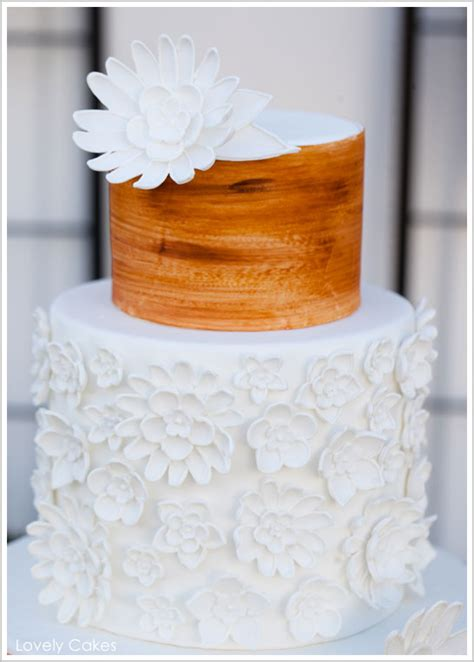 Wood Grain And White A Rustic Wedding Cake