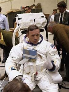 Astronauts, Neil armstrong and Space astronauts on Pinterest