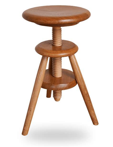 tabouret bois reglable en hauteur le tabouret en bois traditionnel ou design fabriqu 233 en tabouret 224 vis d horloger en