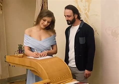 Check spelling or type a new query. Экстрасенс об Арзамасовой и Авербухе: «Я вижу венчание у ...