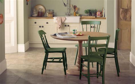 repeindre une chaise en bois repeindre une table de jardin en plastique photos de