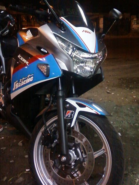 gambar foto cutting sticker cbr 250 oto trendz