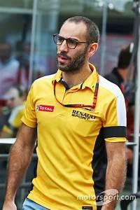 Renault F1 Viry Chatillon : cyril abiteboul directeur g n ral renault sport f1 gp du br sil photos formule 1 ~ Medecine-chirurgie-esthetiques.com Avis de Voitures