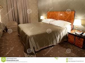 Schlafzimmer In Brauntönen : schlafzimmer im braun stockfoto bild 56655459 ~ Sanjose-hotels-ca.com Haus und Dekorationen
