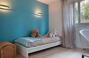 Chambre enfant mur bleu gris chaioscom for Chambre bleu enfant