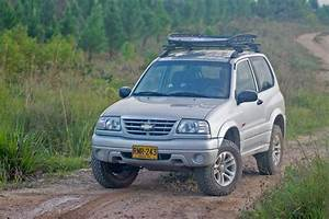 Grand Vitara  Chevrolet Tracker  With Thule Canyon Xt Roof Rack