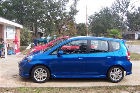 Market debut in 2007, the honda fit is highly praised for its adaptable interior, assortment of standard features and peppy ride. 2007 Honda Fit - Pictures - CarGurus
