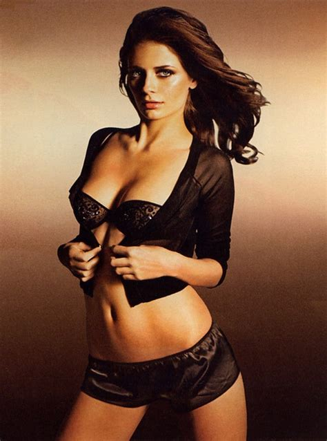 Janine O Sullivan Hot Mischa Barton Bio And Picture Gallery Pak Fun Box