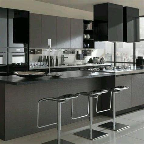 moderna cocina en tonos grises  negros  estilo