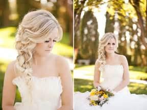 coiffure sur le cotã mariage coiffure mariage cheveux longs et mi longs en 62 idées