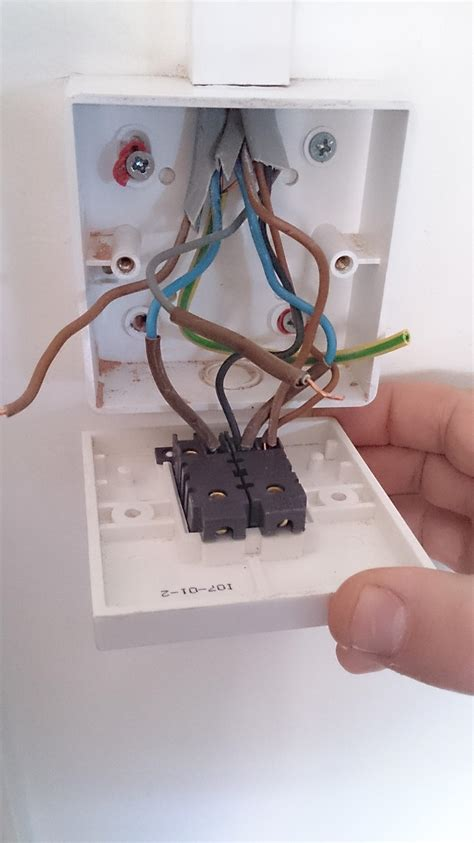 electrical replacing a standard 2 light switch with